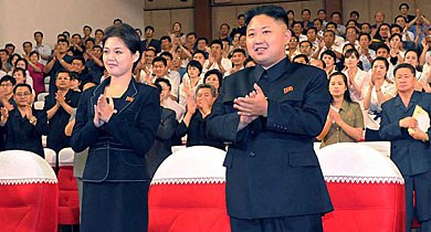 Kim Jong-un junto a Hyon Song-wol en un concierto en Pyongyang. | Afp