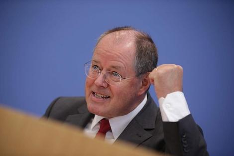 Peer Steinbrück, durante la presentación de su programa en Berlín. | Efe