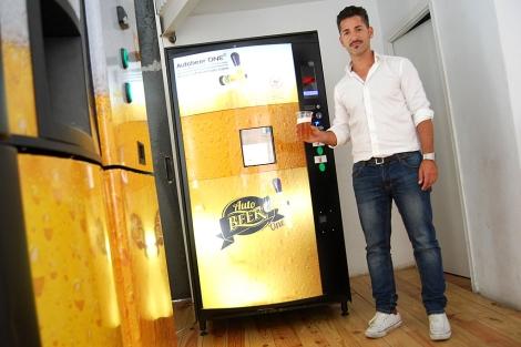 La máquina expendedora de cañas de cerveza 1377879144_0