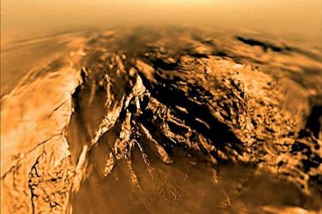 La capa helada en la superficie de Titán, | ESA / NASA / JPL