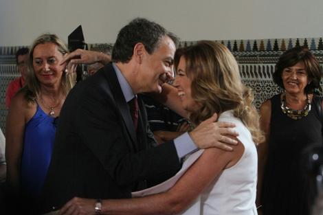 Susana Díaz saluda a José Luis Rodríguez Zapatero. | Carlos Márquez