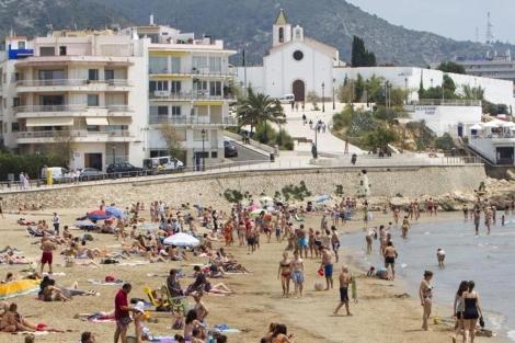 Bloque de apartamentos en primera línea de playa en Sitges. | J. Sotera