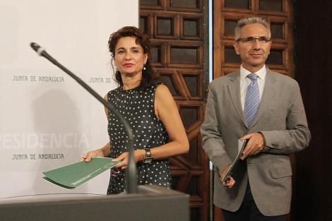 La consejera de Hacienda, María Jesús Montero, en la rueda de prensa. | Carlos Márquez
