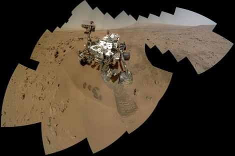Mosaico de imágenes del 'rover' tomadas por el instrumento MAHLI.| NASA