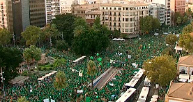 Riada de manifestantes al inicio de la marcha. | IB3