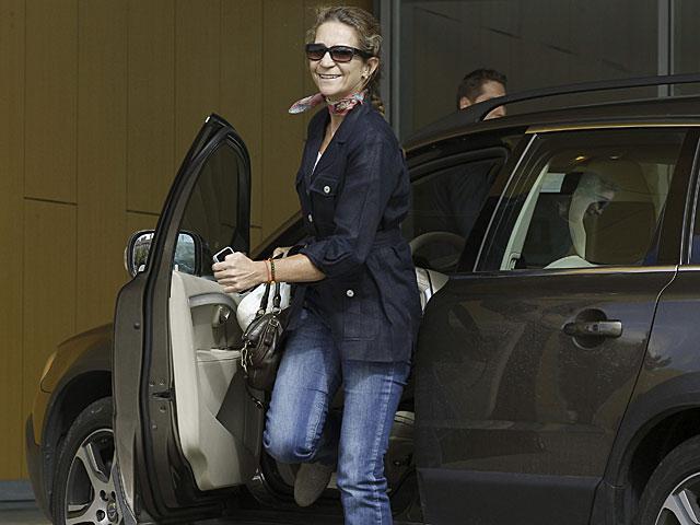 La Infanta Elena, a su llegada al hospital Quirón. | Kiko Huesca / Efe