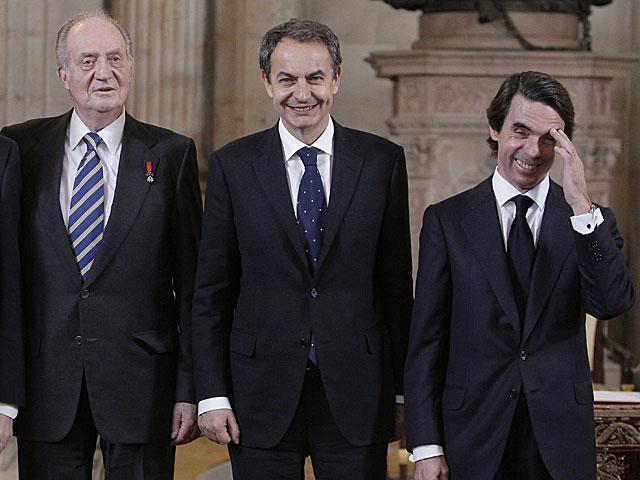 Los expresidentes del Gobierno Rodríguez Zapatero y Aznar junto al Rey. | Juanjo Martín / Efe