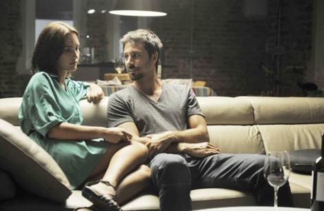 Los actores Megan Montaner y Hugo Silva en una escena de 'Dioses y hombres'. | Twitter