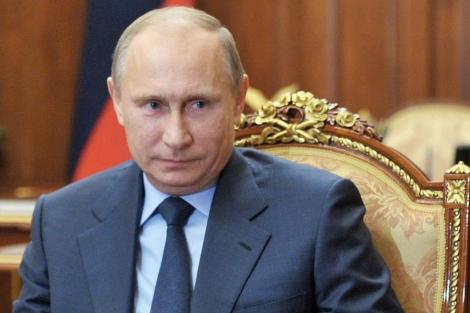 Vladimir Putin atendiendo una reunión en Moscú. | Afp