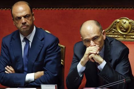 Angelo Alfano y el primer ministro italiano, Enrico Letta en el Parlamento. | Reuters