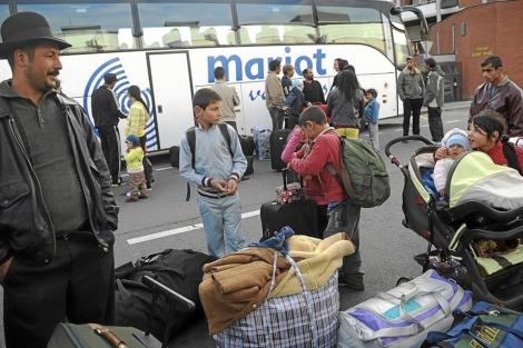 Familias gitanas expulsadas de Francia en 2010.