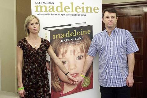 Los padres de Madeleine McCann, en la presentaci�n del libro sobre su hija. | Javier Barbancho