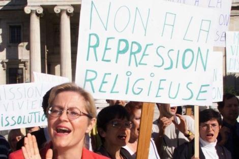 Manifestantes durante un juicio contra la cienciología en Marsella.   Jean-Paul Pelissier