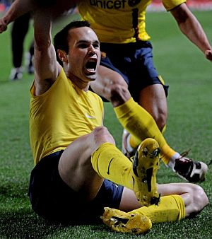 Andrés Iniesta celebra el pase a la final gracias a su gol en el minuto 92. (Foto: AFP)