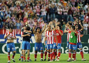 Los jugadores del Atlético celebran la victoria ante el Almería. (Foto: AFP)