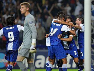 Los jugadores del Oporto festejan el segundo gol a De Gea. (AP)