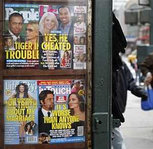 Dos revistas del corazón dedican su portada a Tiger Woods. (Foto: AP)