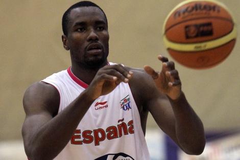 Serge Ibaka, durante un entrenamiento con la selección. | Efe