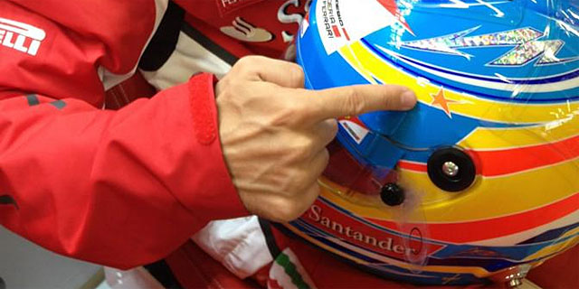 Detalla del casco de Fernando Alonso en Silverstone. | Efe