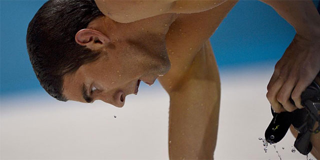 Michael Phelps, tras la derrota sufrida ante Lochte. (AFP)