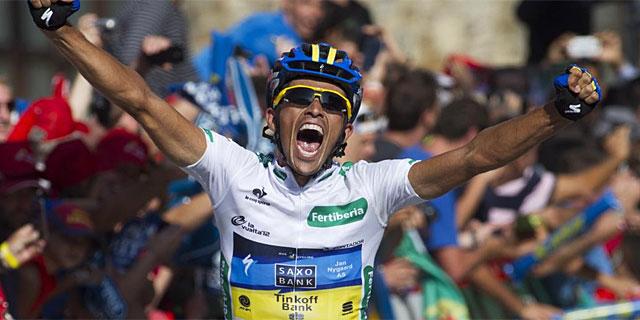 Contador, eufórico en la meta de Fuente Dé. (Foto: Afp)