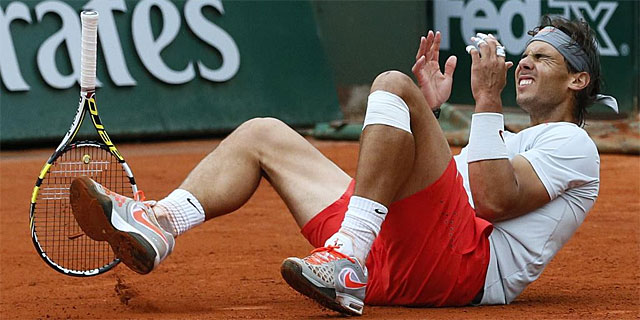 Rafael Nadal, en el punto de la victoria ante David Ferrer. | Afp