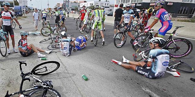 Imagen de la caída donde se vio implicado Contador. (Foto: Reuters)