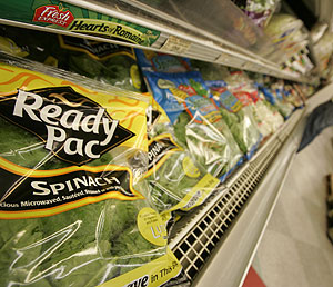 Un paquete de espinacas en un supermercado de Washington. (Foto: AP)
