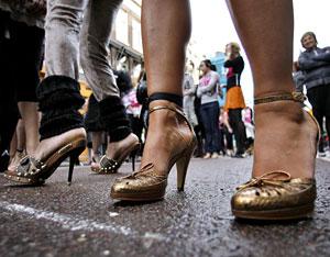 Corredoras de la 'Stiletto Run', celebrada en Amsterdam. (Foto: Toussaint Kluiters | REUTERS)