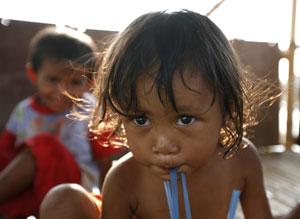 Unos niños juegan en Indonesia. (Foto: Reuters)