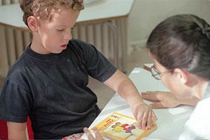 Los niños autistas requieren más instrucciones para hacer amigos. (Foto: Ángel Casaña)
