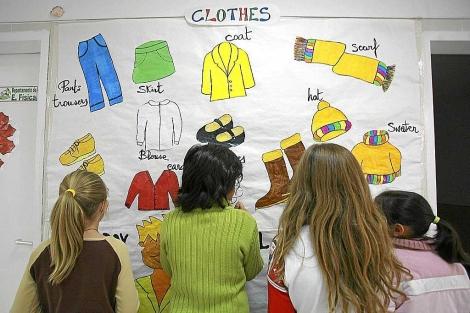 Niños en los pasillos de un colegio bilingüe.| Ricardo Cases
