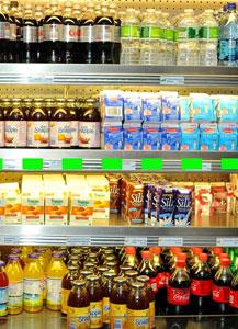 Las bebidas más saludables fueron colocadas a la altura de los ojos (amplíe la imagen para ver la diferencia). | HGM