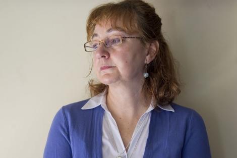 Pilar Lozano lleva 13 años diagnosticada de fibromialgia. | Antonio Heredia