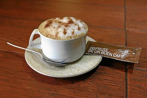 Una taza en un café madrileño.| Máximo García de la Paz