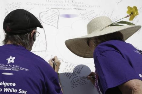 Mensajes escritos en Chicago en el Día de los Supervivientes del Cáncer . | Reuters