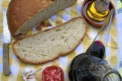El pan, el aceite y el tomate son elementos fundamentales de la dieta mediterránea. | El Mundo