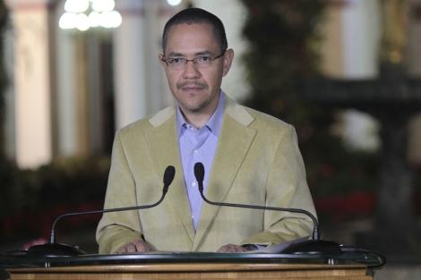 Ernesto Villegas, ministro de Comunicación, ha informado sobre la salud de Chávez. | EL MUNDO