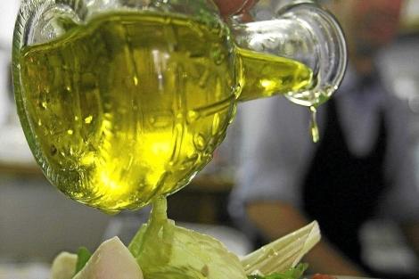 Aceite de oliva en una ensalada.