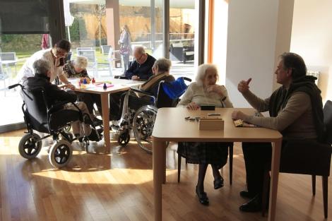 El apuntarse en nuevas actividades puede retrasar el Alzheimer