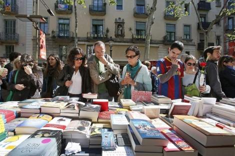 Una parada de libros en la Rambla de Barcelona. | Efe