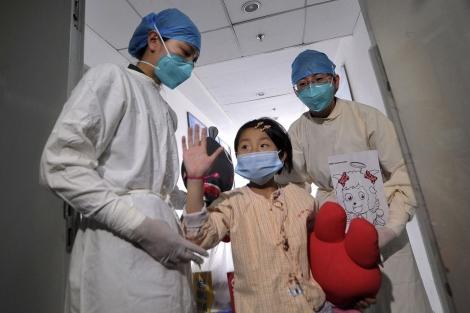 Una niña infectada con el virus H7N9 en Pekín. | Reuters