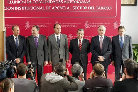 Consejeros de Extremadura, Andalucía, Canarias, Cantabria y La Rioja, a favor del sector del tabaco. | Efe