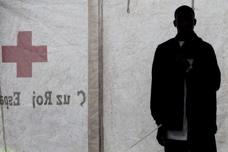 Atender a los 'sin papeles' con VIH por la puerta de atrás