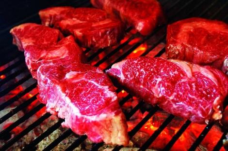 La carne roja, así como los cereales y las legumbres, son alimentos ricos en cobre.