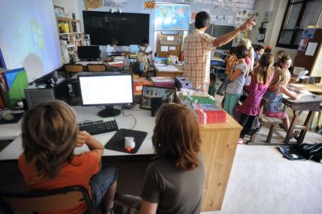 Varios niños en una escuela francesa. | P. Pavani