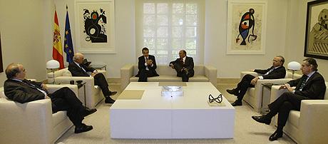 Zapatero, durante su reunión con los grandes dirigentes de la banca en noviembre. (Foto: Reuters)