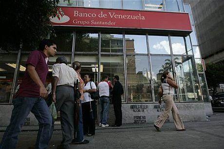 Una oficina del Banco de Venezuela, del Grupo Santander, en Caracas. (Foto: AP)