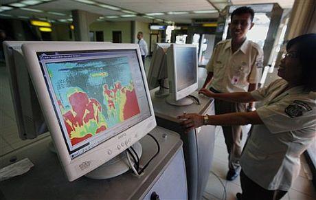 Controles de temperatura en el aeropuerto de Bali. | AP