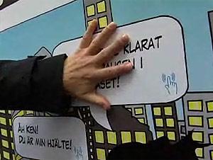 Un vído muestra cómo un gran panel de papel puede reproducir sonidos al tocarlo.